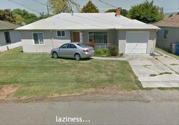 funny-pics-to-share-laziness-car-parked-right-in-front-of-door