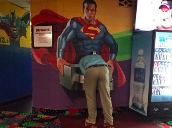 funny-pics-to-share-perfectly-timed-superman-drinking-fountain